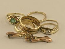 Ringe/Brosche: Konvolut Altgold, teilweise defekt, diverser Edelsteinbesatz