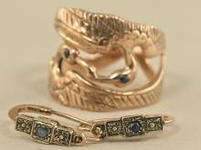 Ring/Ohrschmuck: ungewöhnlich gearbeiteter Damenring Motiv 'Kranich' sowie ein Paar Ohrringe