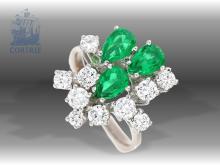 Ring: dekorativer, außergewöhnlich gearbeiteter vintage Smaragd/Brillantring, ehemaliger Goldschmiedepreis von 1980 lag bei 7900,-DM