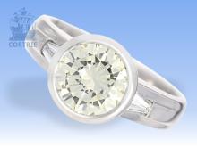 Ring: hochfeiner Brillant/Solitärring mit seltenem Farbdiamant, yellowish-greenish, ca.2,1ct