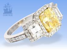 Ring: einzigartiger, sehr wertvoller Platin/Diamantring mit Fancy Intense Yellow Farbdiamant sowie 2 großen Emerald-Cut Diamanten in Spitzenqualität