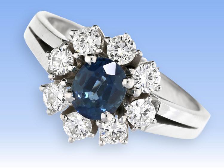 Ring: hochwertiger Goldschmiedering mit Saphir und feinen Brillanten