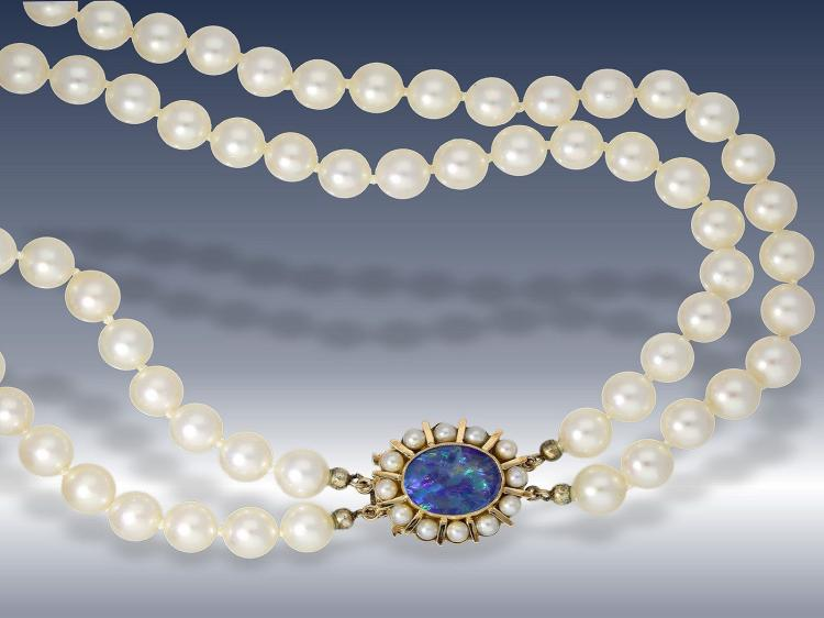 Very nice vintage pearl necklace