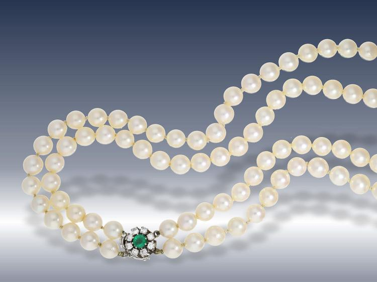 Pearl necklace with diamond and emerald clasp