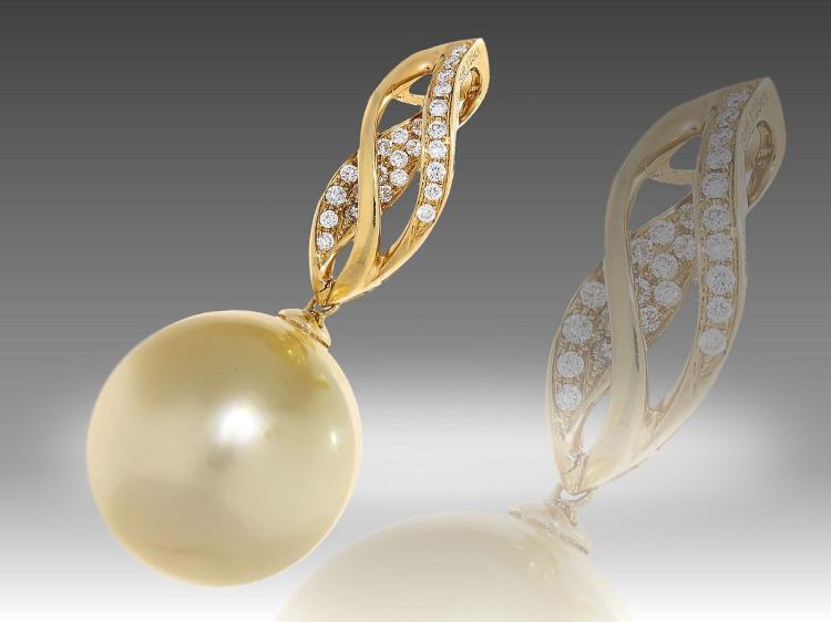 Modern pearl and diamond pendant