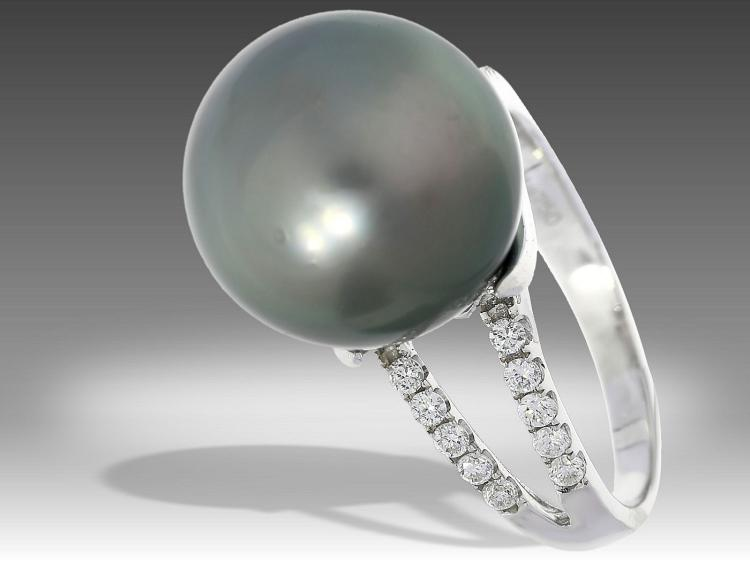 Modern pearl and diamond ring