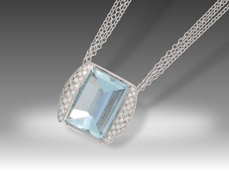 Very nice modern aquamarine and diamond necklace