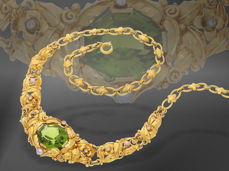 Kette: antikes Collier mit grünem Farbstein, Diamanten und Perlen