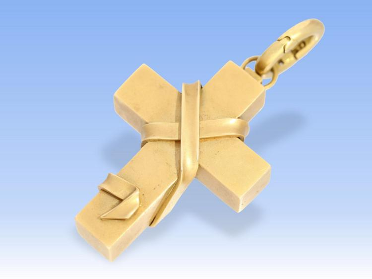 High-quality and heavy cross pendant, 18 carat gold