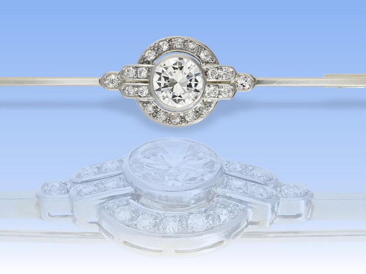 Brosche: hochfeine Diamant-Brosche, vermutlich um 1940, wertvoller Mittelstein von ca.1,5ct
