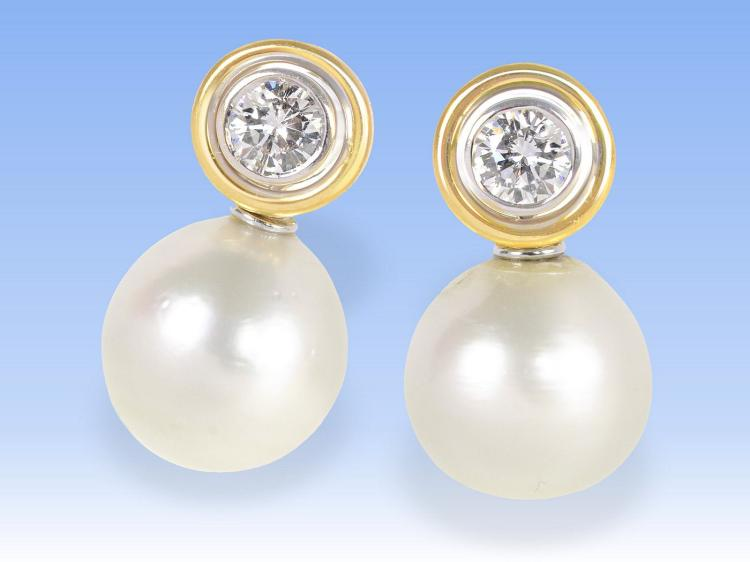 High-quality earstuds with large pearls and to very fine diamonds, each 0.5ct
