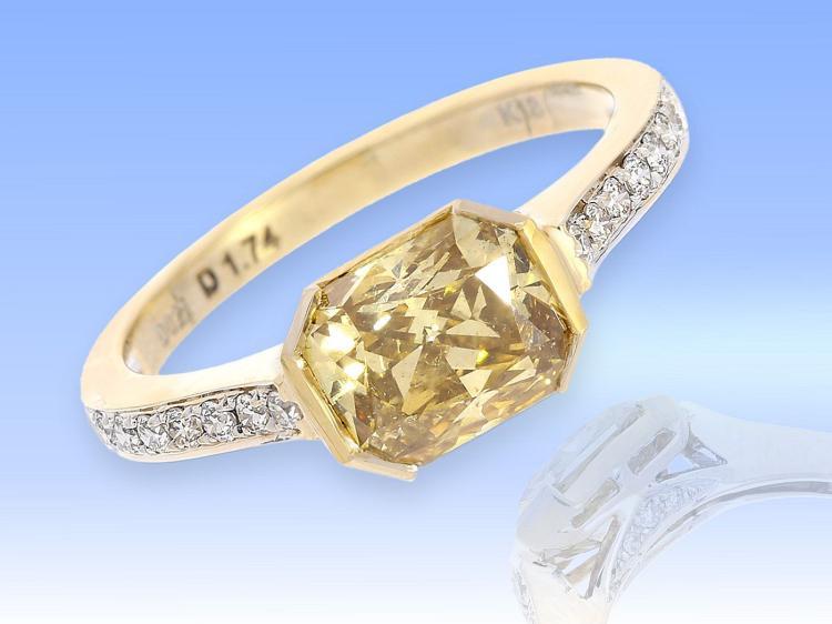 Unique diamond ring with rare fancy greenish yellow diamond of 1.74 ct