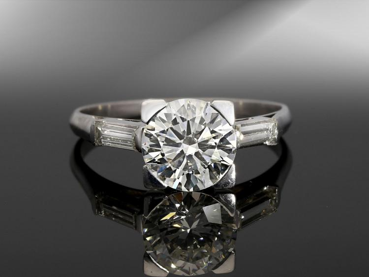High quality diamond solitaire ring, centre stone approximately 1.75 carat
