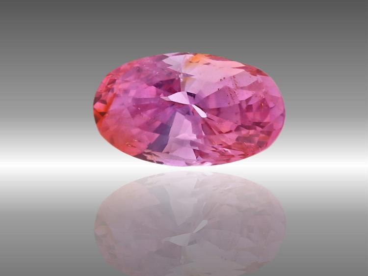 Saphir: seltener pinker Saphir 'Padparadscha', 1.05ct, sehr schöne Qualität, mit Zertifikat