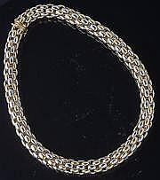 O.J. PERRIN Un collier deux ors par la Maison O.J
