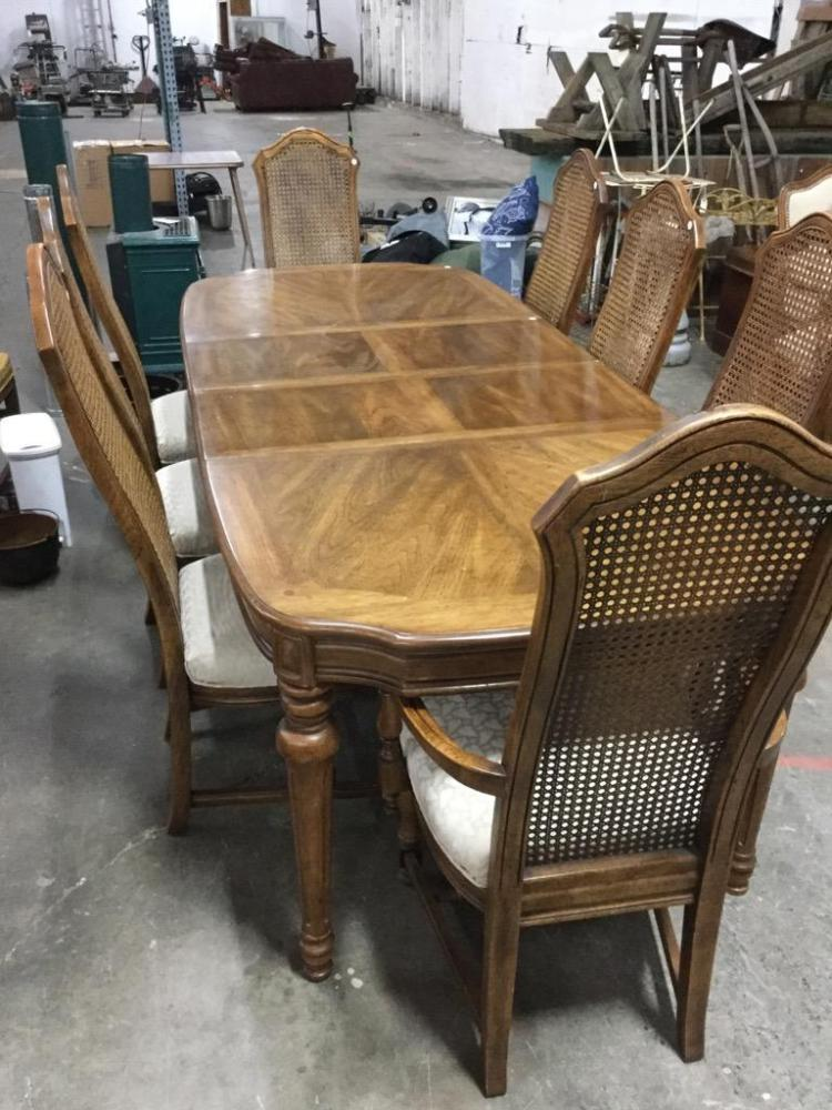 Vintage mid century thomasville dining room table with 8 cha for Furniture auctions uk