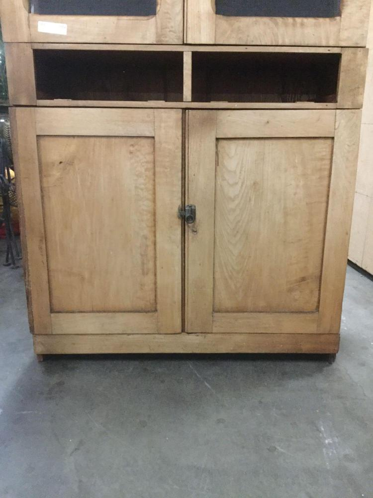 Fantastic 1920 39 s kitchen hoosier style cupboard cabinet w for Auctions kitchen cabinets