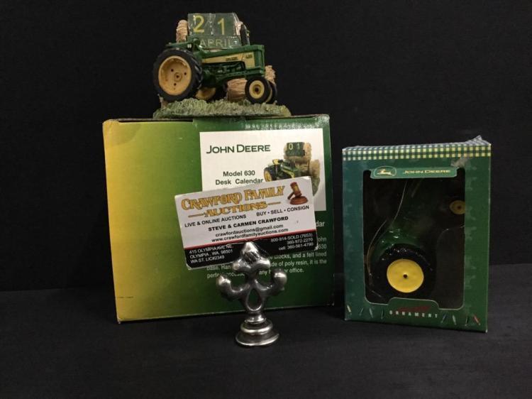 John Deere Desk : John deere model desk calendar and tractor holiday ornam