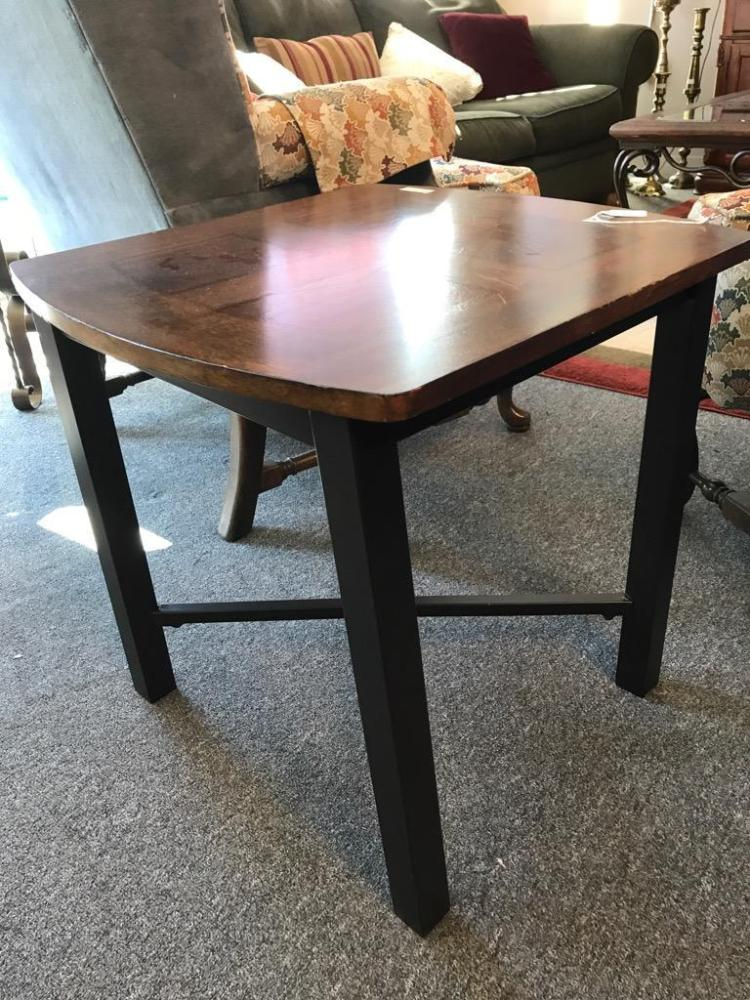 Lovely modern ashley furniture cherry finish end table w me for Furniture auctions uk