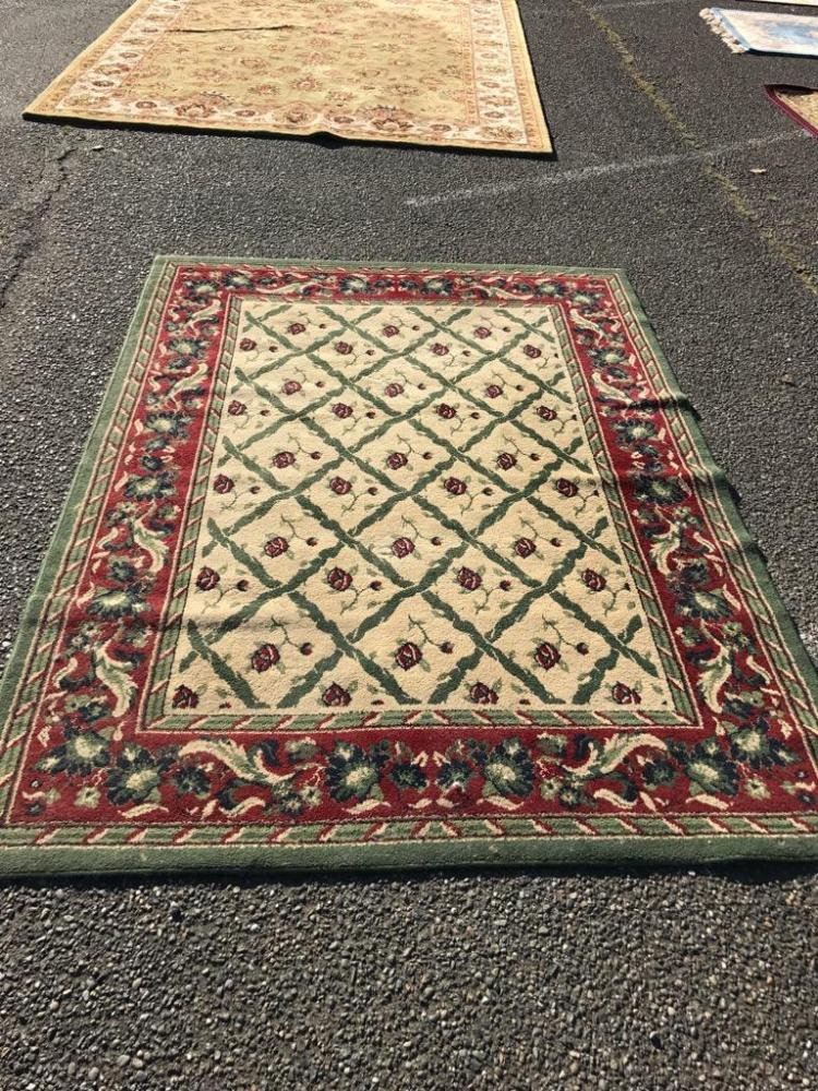 Lovely Green And Red Rose Themed Area Rug In Good Cond