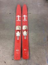 Pair of vintage totem water skis model F60 - 87