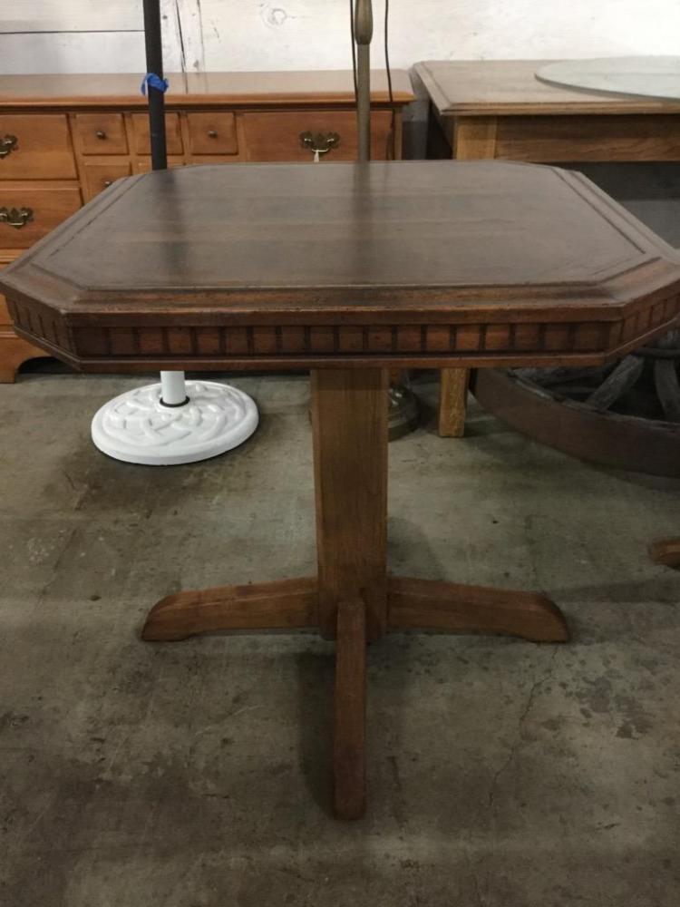 Vintage Pub /pedestal table style end table