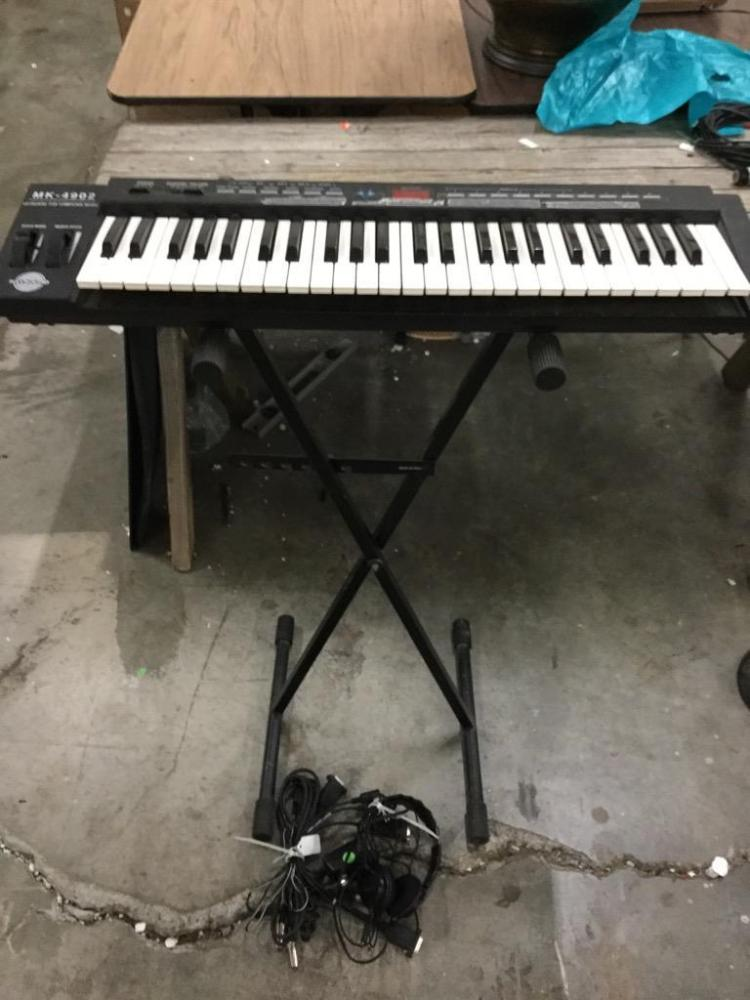 Kaysound Mk 4902 Midi Keyboard w/ stand and nice yamaha headphones