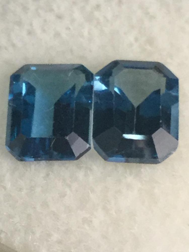 2 blue topaz gemstones. 3.80 ct. Ea. 8 X 6 mm