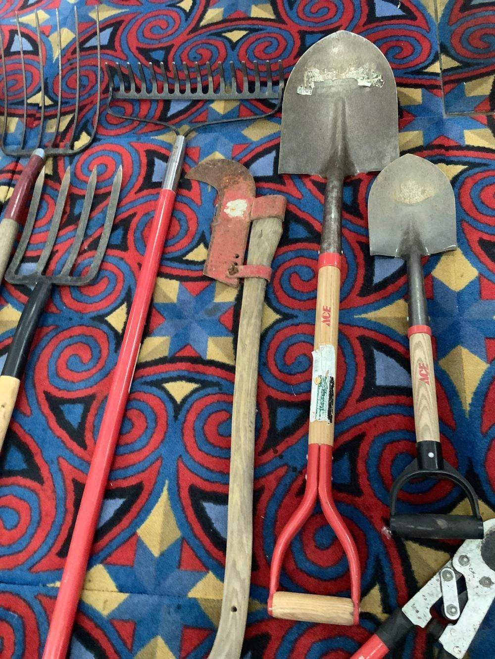 Lot 6: 9 yard tools; Structron shovel, Ames spading fork, rake, Ace shovels, and more see pics