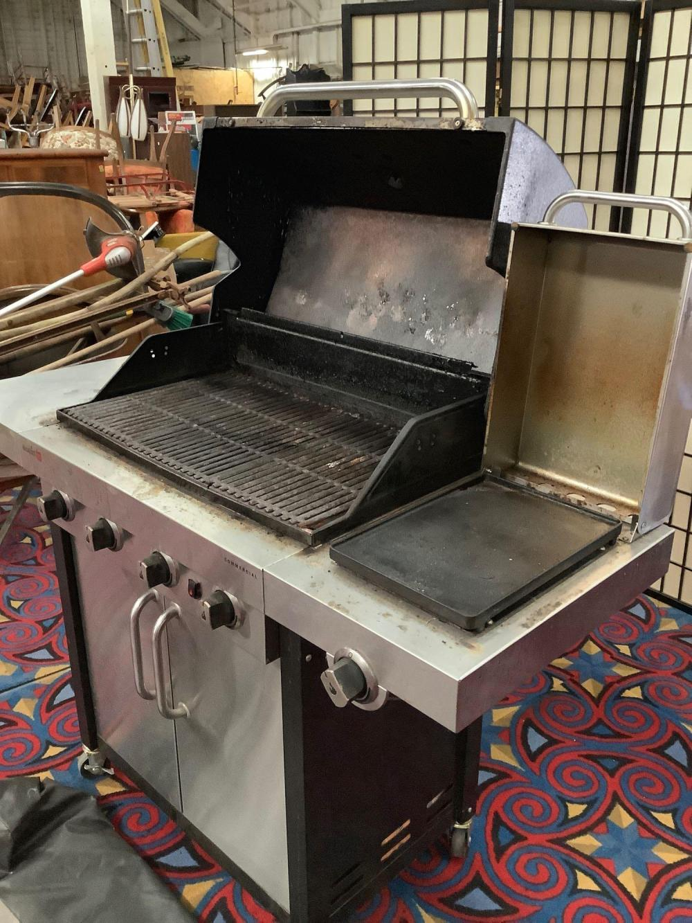 Lot 45: Char-Broil Tru Infrared BBQ gas grill with griddle, includes cover