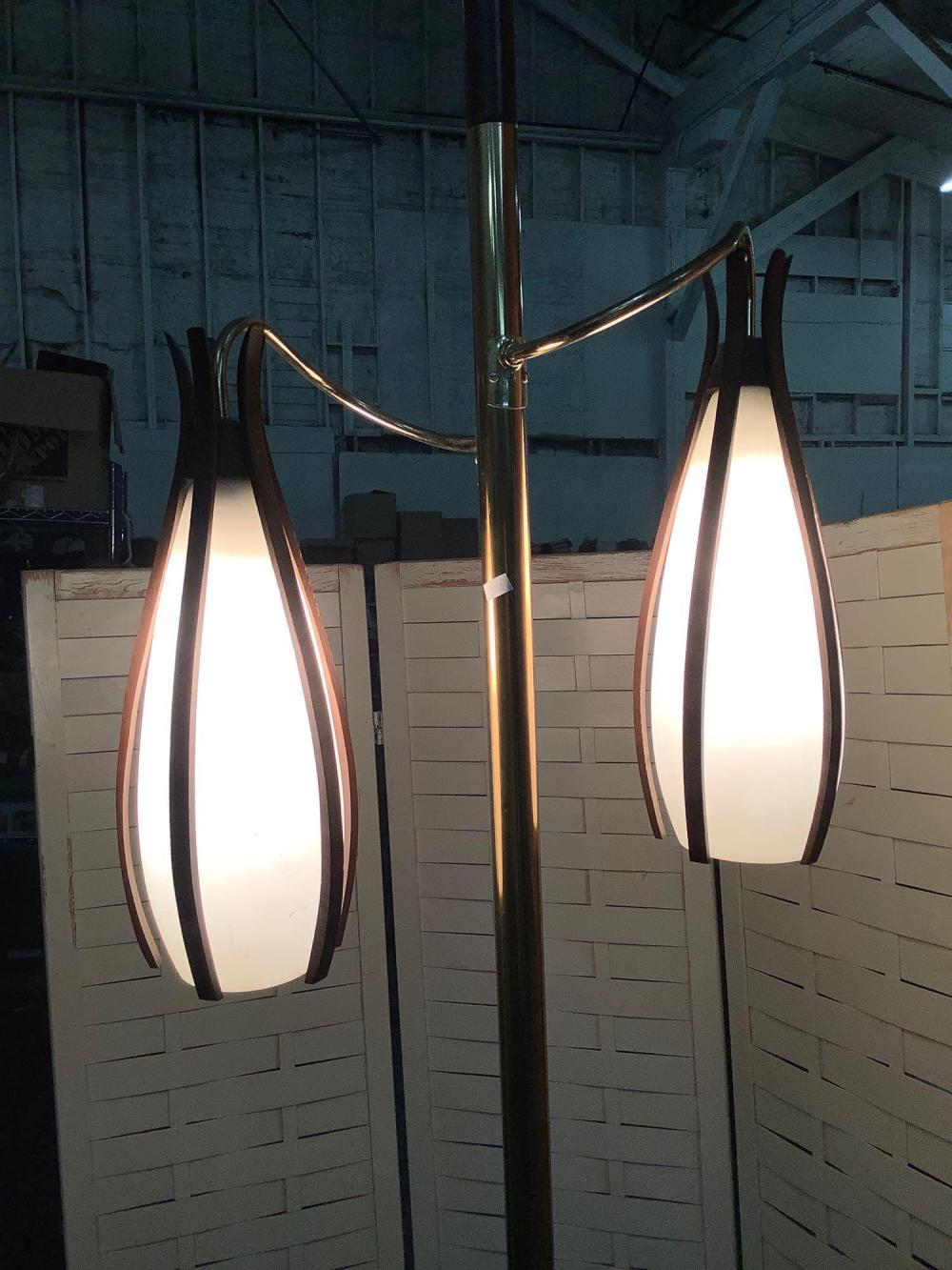 Lot 52: Vintage floor-to-ceiling lamp with glass shades / brass and wood accents , tested and working