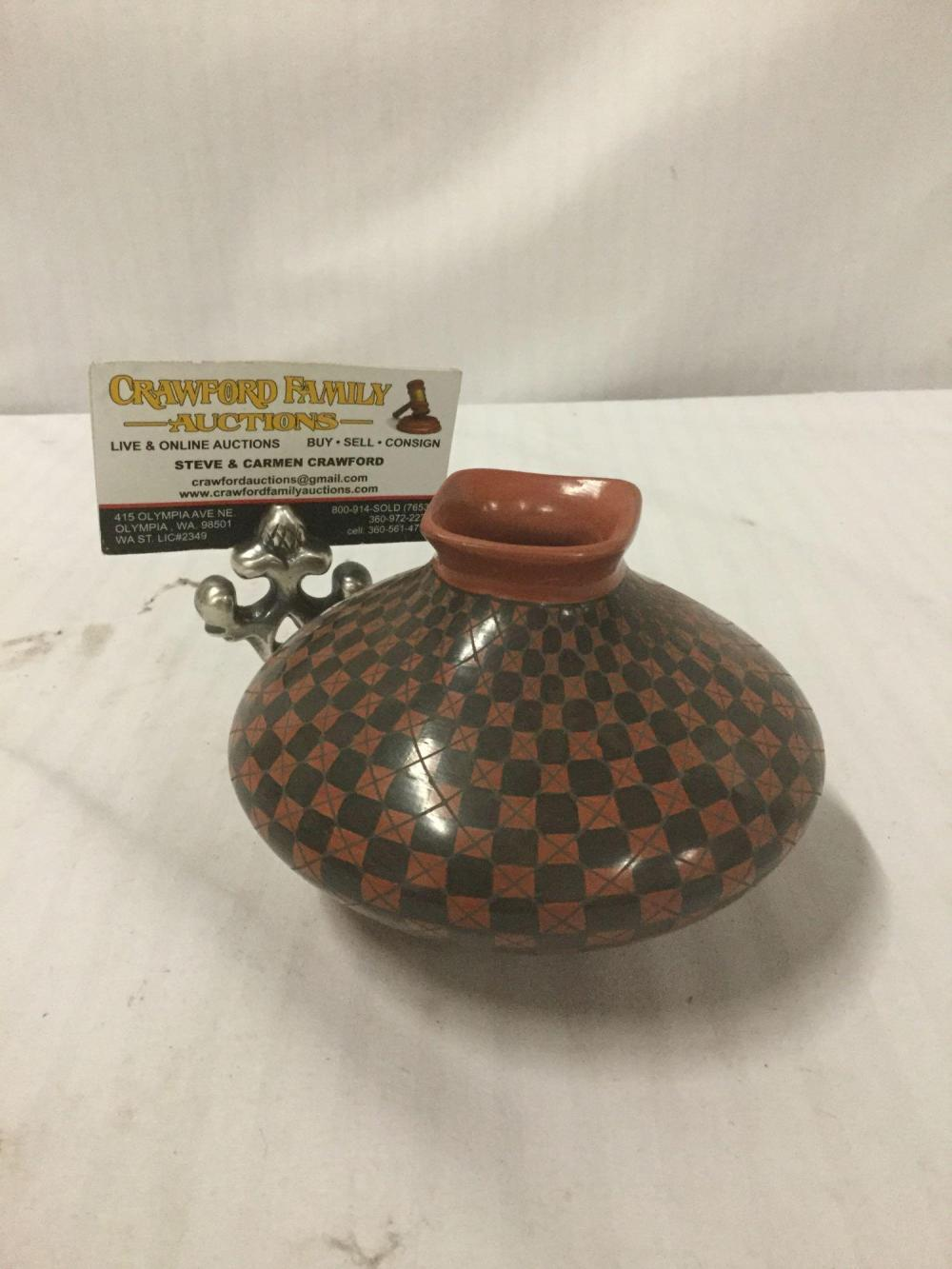 Ceramic vase with a checkerboard pattern from the State of Chihuahua in Mexico - signed by artist