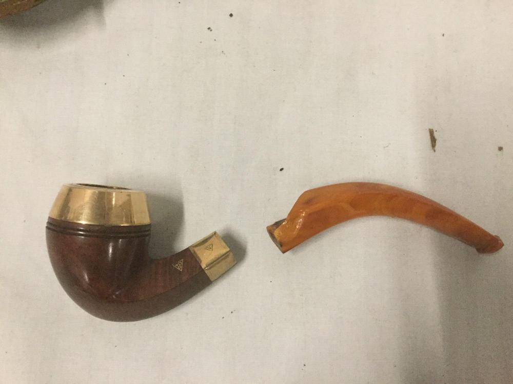 Lot 96: Collection of 4 vintage wooden pipes incl. bakelite handles on some - 2 with cases as is