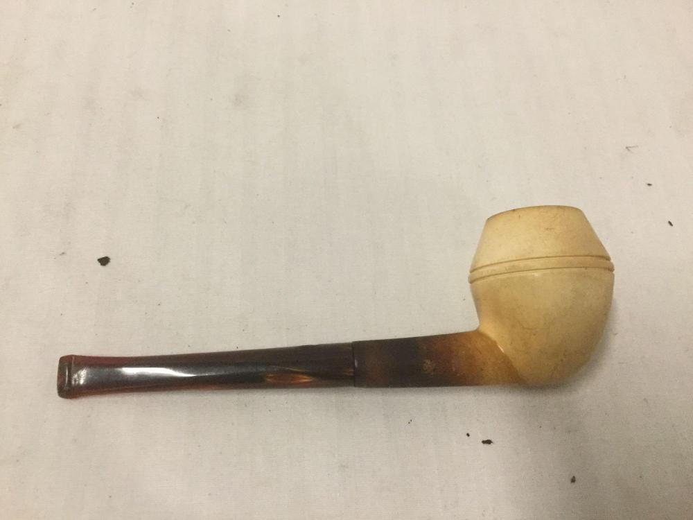 Lot 93: Genuine Vintage CAO Pipe with Case