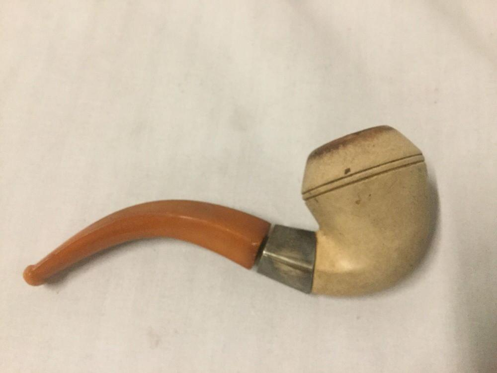 Lot 88: Vintage Meerschaum pipe in case - the mouthpiece is loose from the bowl