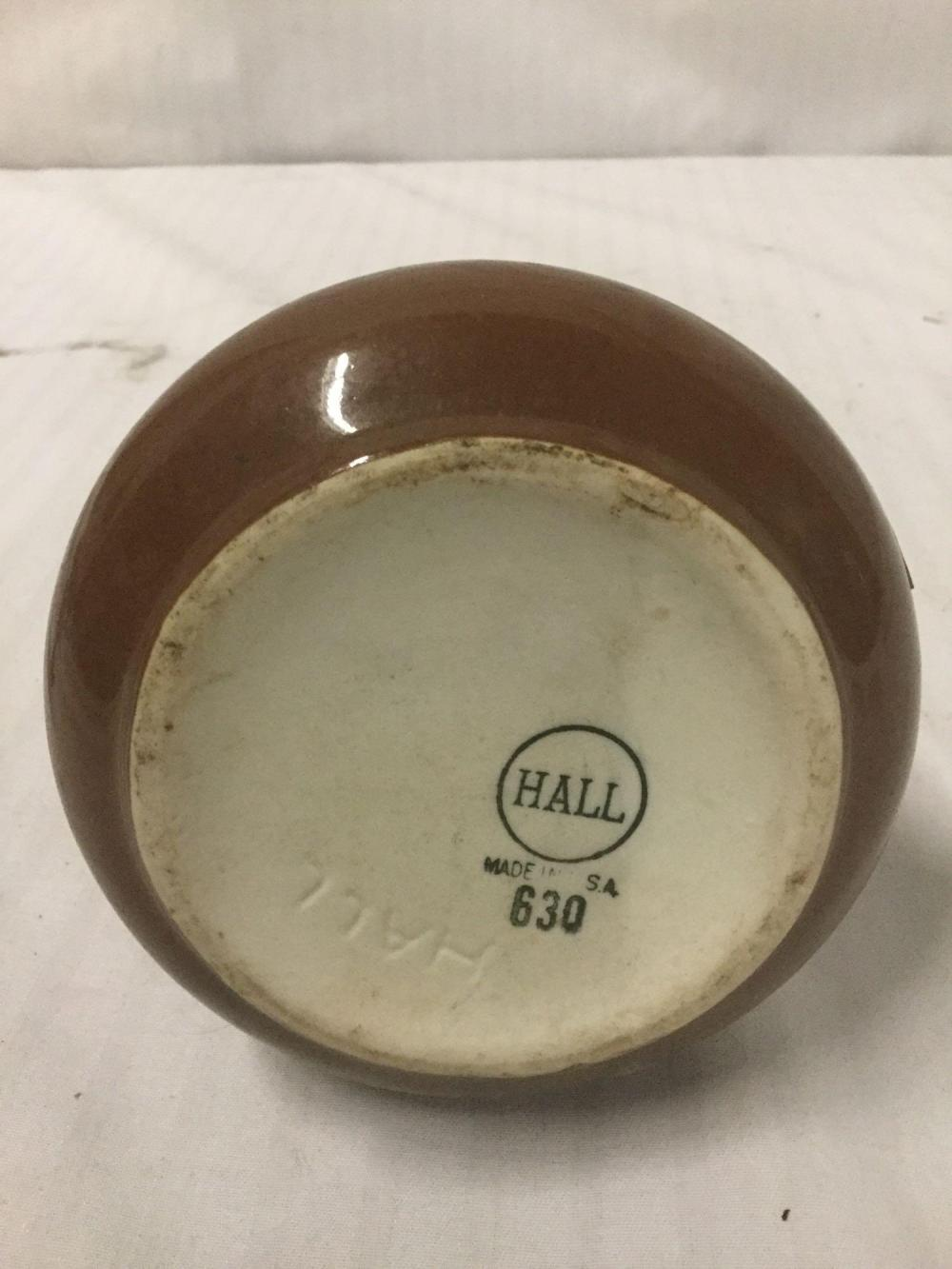 Lot 150: Vintage Hall China Company glazed ceramic vase marked Hall 630 Made in USA