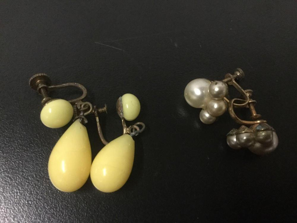 Lot 168: Collection of 11 pieces of vintage and modern costume jewelry earrings