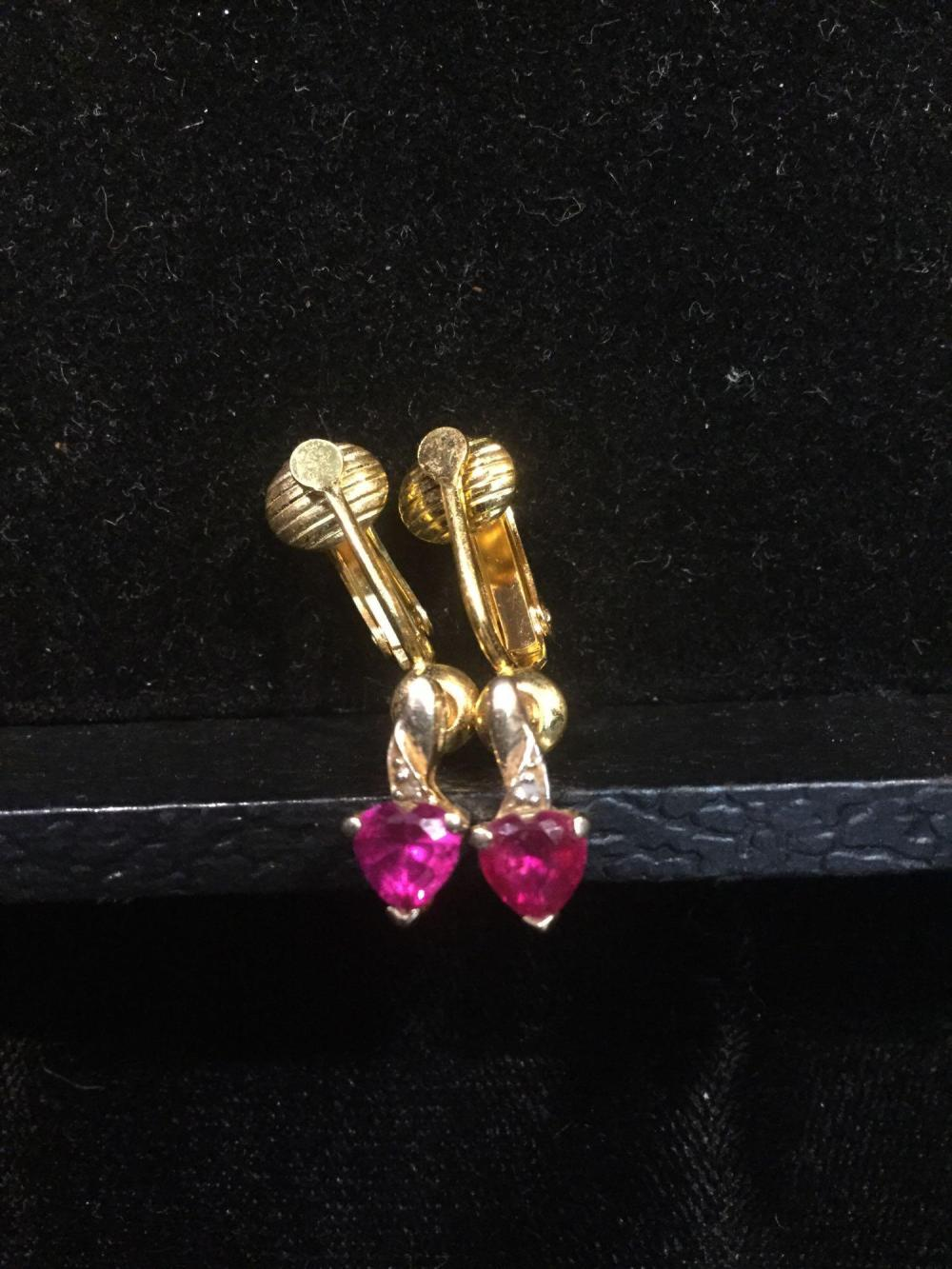 Lot 174: Vintage 10k gold heart shaped ruby necklace & earrings - no chain 5 g total weight