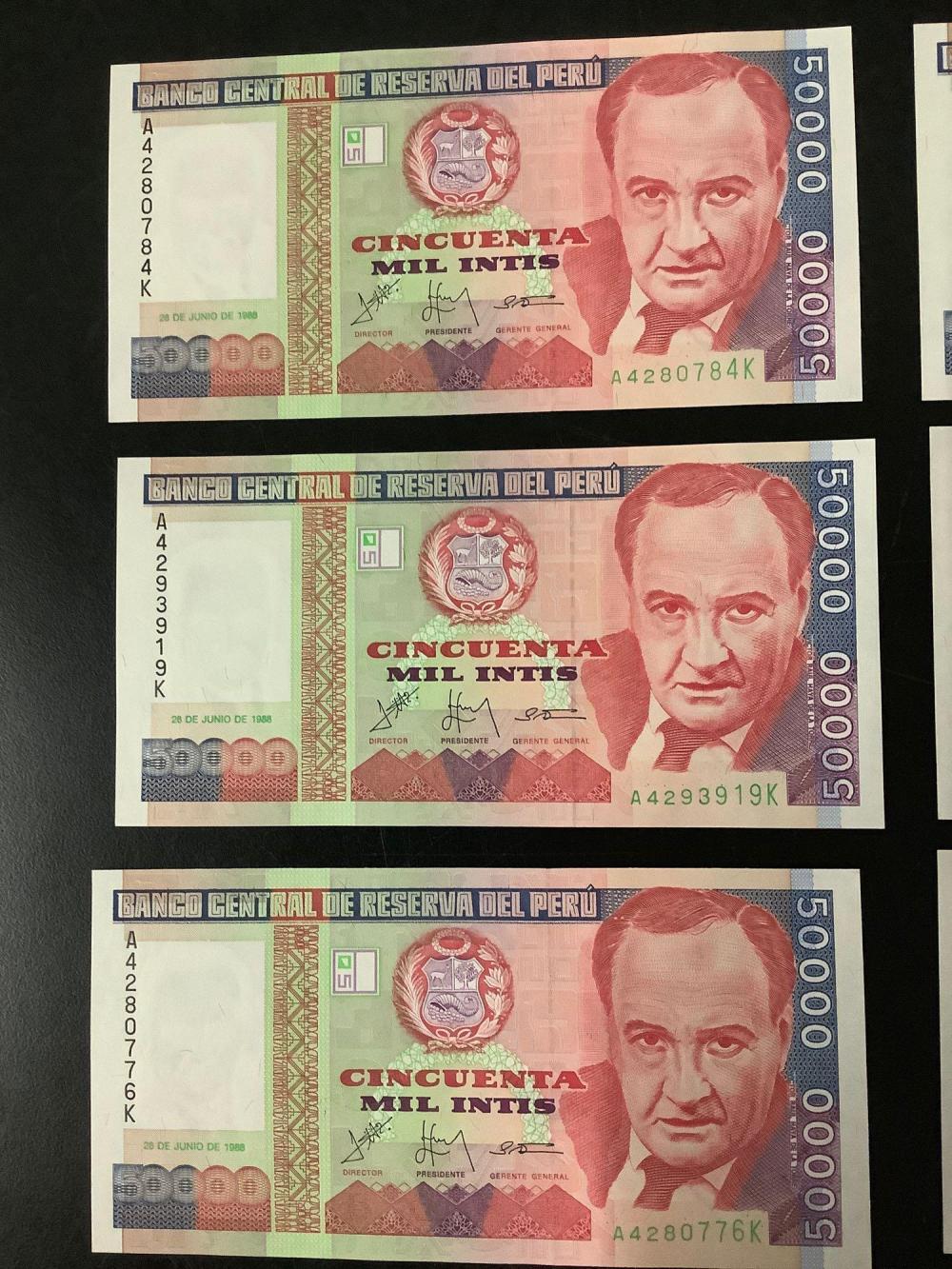 Lot 354: 10 uncirculated Peru 50,000 bank notes (1988) - Banco Central De Reserve Del Peru