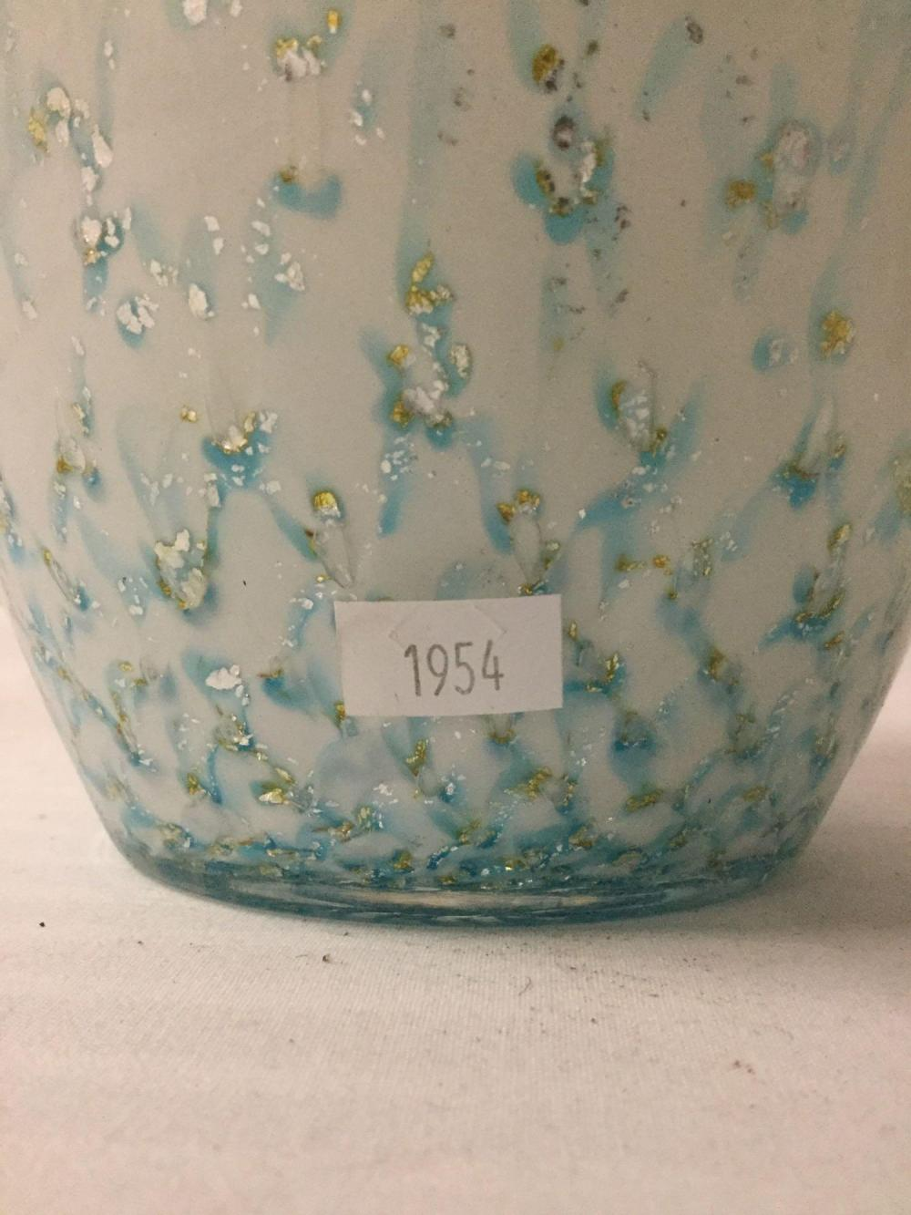 Lot 309: Vintage Murano art glass flower vase - made in Italy with white and blue drip / stretched glass