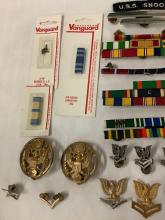 Lot 273: Large lot of vintage / modern US military enlisted service rank badges / pins, patches etc