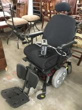 Quantum electric wheelchair w/ 24v battery charger as is