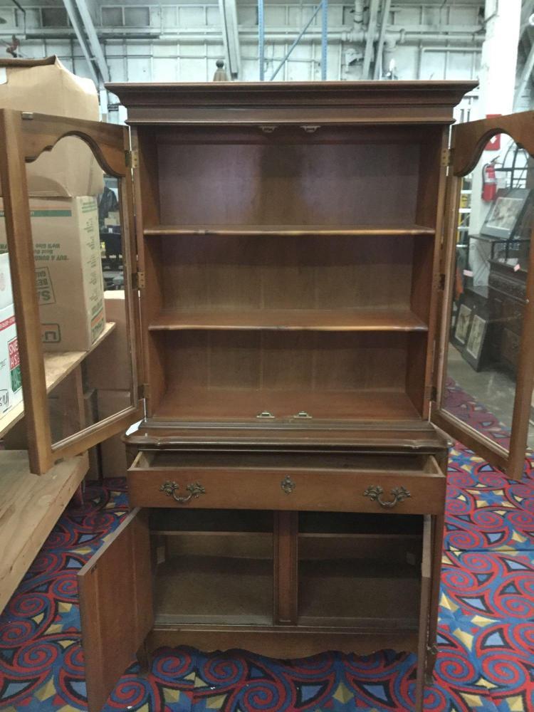 Vintage bassett furniture oak china hutch for Furniture auctions uk
