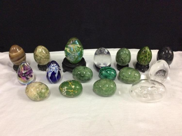 Nice selection of stone, art glass, handpainted eggs - 17 total