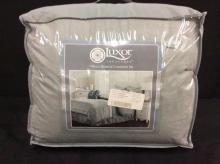 Luxor 7 piece comforter like new in package