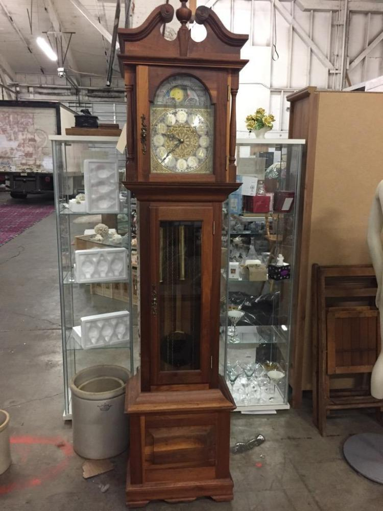 Stunning moonphase Grandfather clock in great cond - lovely wood grain