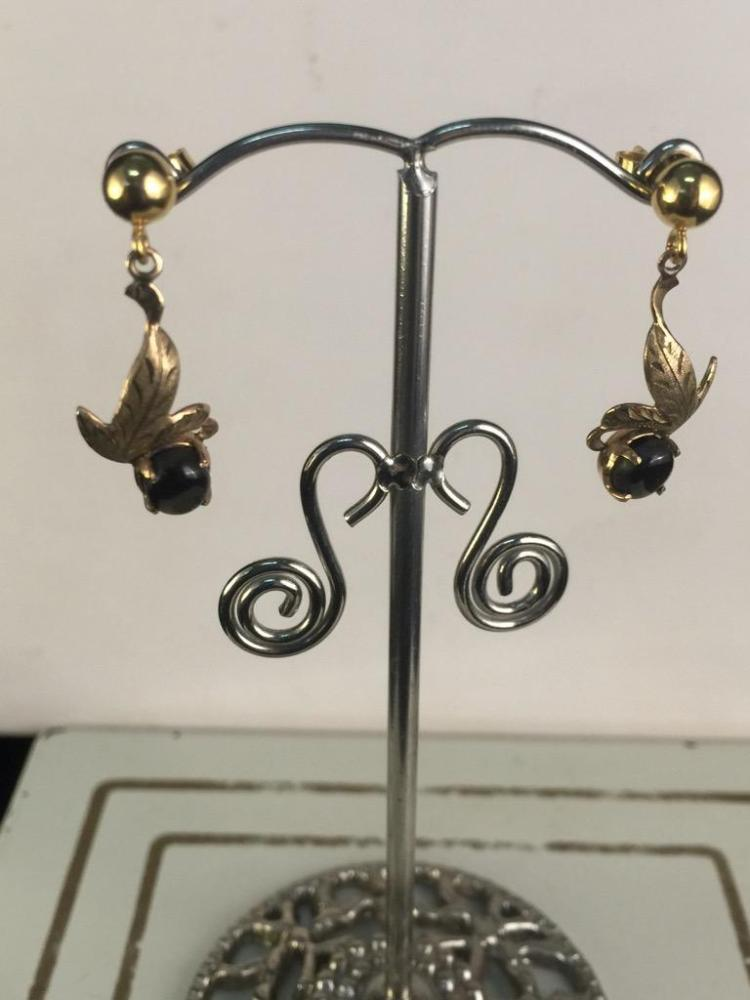 Fantastic 18k yellow gold earrings with smokey quartz accent stone
