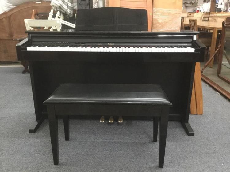 roland digital piano hp 237r model hp 237rpe in great condi. Black Bedroom Furniture Sets. Home Design Ideas
