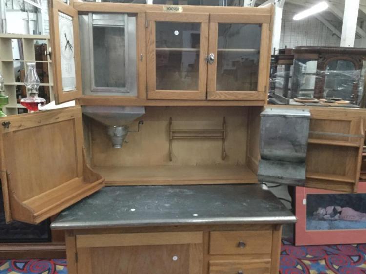 Antique 1910 Hoosier Kitchen Cabinet In Amazing Condition W/