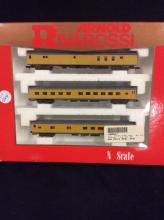 NIP 2 passenger car and post office car set by Rivarossi - NIP N scale